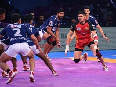 Rohit Kumar in action during PKL. Twitter @BengaluruBulls