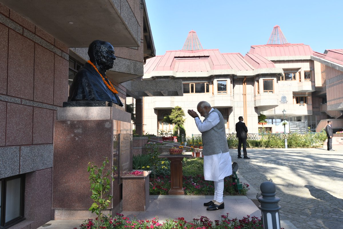 The prime minister also offered floral tributes on the statues of Sardar Vallabhbhai Patel and former prime minister Lal Bahadur Shastri. Twitter/@PMOIndia