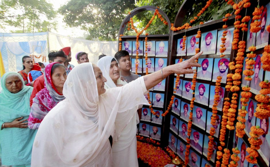 In past one year, 383 police personnel have lost thier lives. Majority of the police personnel died while dealing with cross-border firing from Pakistan, fighting militancy in Jammu and Kashmir, naxals and other law and order duties. PTI