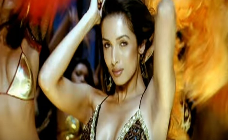Malaika reunited with SRK in 'Kaal Dhamaal' from Soham Shah's 2005 thriller Kaal. This time, she donned a western outfit and displayed her versatility