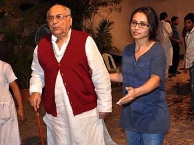 Rani Mukerji with her father Ram Mukherjee. Image from Twitter/@GR8_Stars