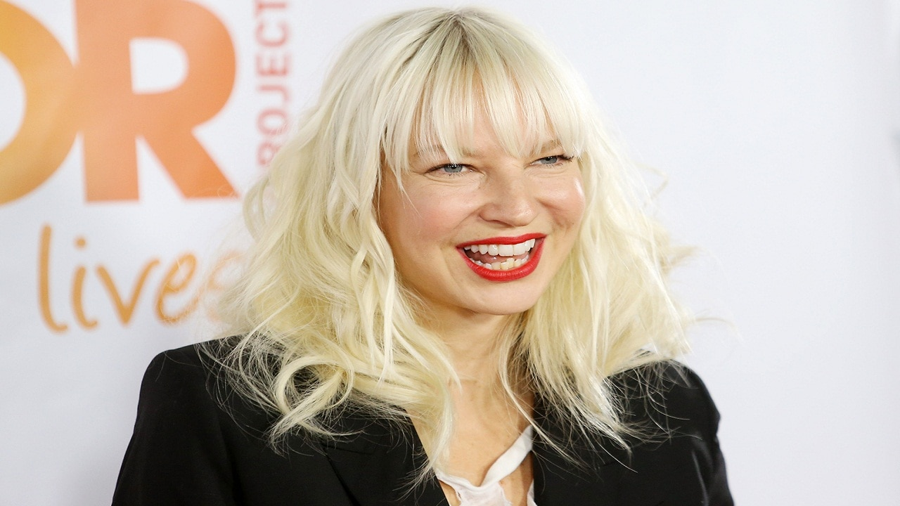 Sia 2021 Christmas Album Sia To Release Her Album Everyday Is Christmas On 17 November A Month Ahead Of Festival Entertainment News Firstpost