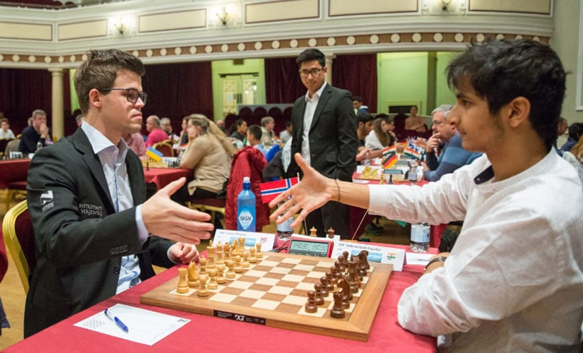 Vidit Gujrathi taking on Magnus Carlsen at the Isle of Man Open. Chess.com/Maria Emelianova