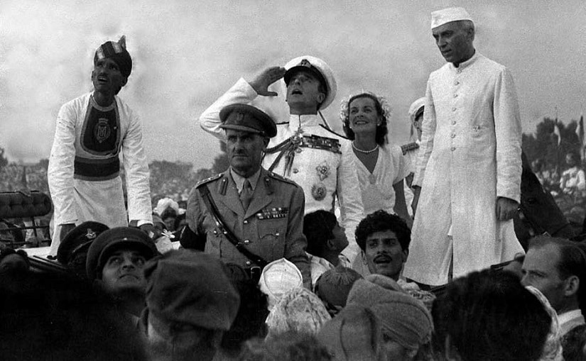 In this handout picture taken on 15 August 1947, British Governor-General Lord Mountbatten (C) gestures alongside Lady Edwina Mountbatten (2R) and Indian Prime Minister Jawaharlal Nehru (R) as they witnesses the raising of the Indian tricolour for the first time at India Gate in New Delhi. AFP/ Getty Images/File Photo
