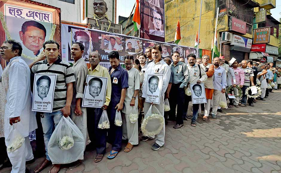 The leader, who had been in a coma since 2008 after suffering a brain stroke, died at Apollo Hospital in New Delhi, doctors said. People wait in a long queue to pay their last respects to Dasmunsi. PTI