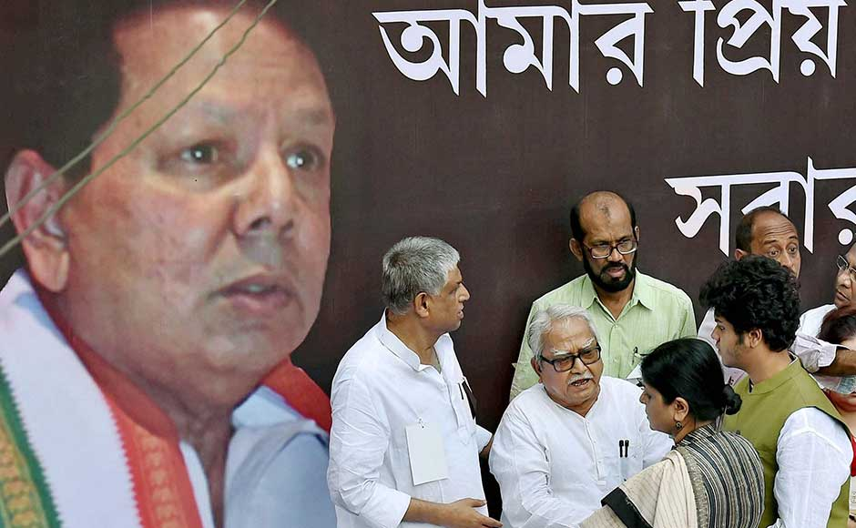 Dasmunsi's popularity among Congress supporters remained unabated even after he suffered the stroke, to the extent that he was included in the campaign committee for the West Bengal Assembly election in 2016, even when he was in a coma. Left Front Chairman Biman Bose consoles Deepa and Priyadeep.