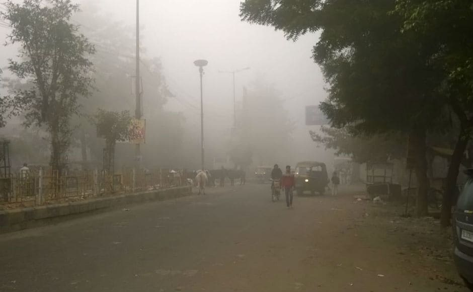 A thick fog that hung over the sprawling city worsened conditions. Residents complained of smarting eyes and irritation in the throat. The smog as seen in Indirapuram, Ghaziabad on Wednesday morning. Firstpost/Vivek Anand