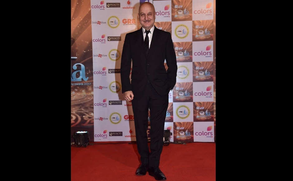 FTII Chairman Anupam Kher also looked dapper in a black suit. Image from Twitter/@ColorsTV