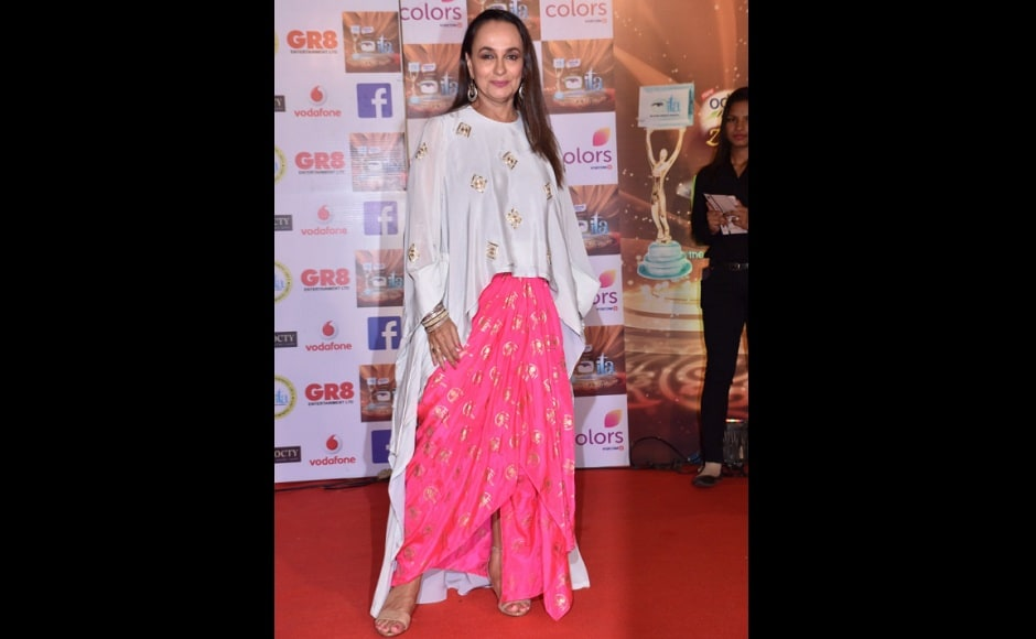Soni Razdan wore traditional bright pink pants with a cream top. Image from Twitter/@ColorsTV