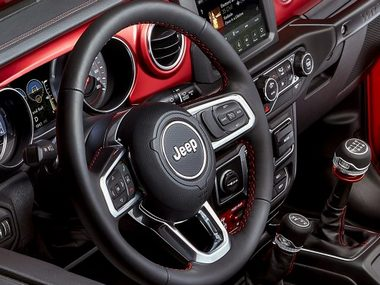 2018 Jeep Wrangler unveiled; brings a revamped design, new engine options and loses some weight