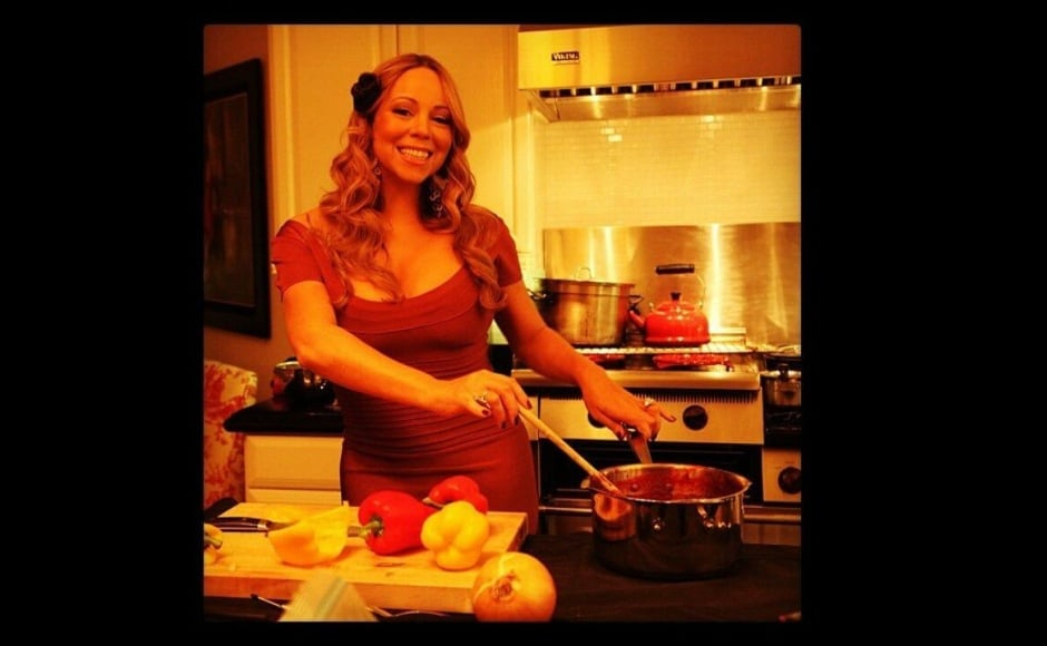 Mariah Carey showed off her cooking skills in the kitchen on Thanksgiving. Image courtesy: Instagram/mariahcarey
