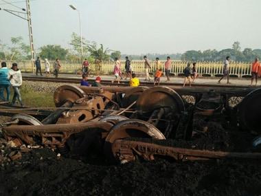 After Vasco da Gama-Patna Express derailments, 14 wagons of goods train carrying coal derail in Odisha
