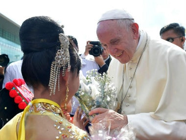 Pope Francis to meet Aung San Suu Kyi today after meeting Myanmar general in charge of Rohingya crackdown
