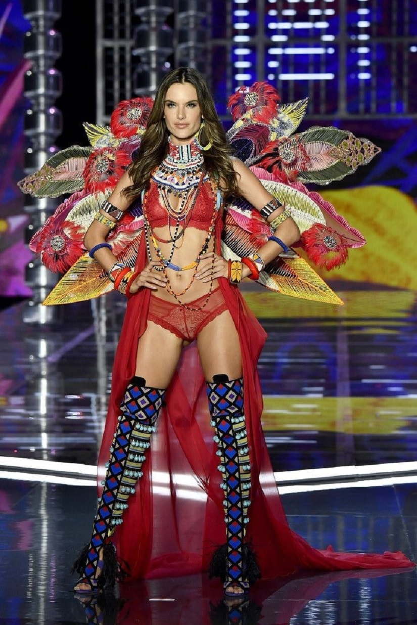 Victorias secret angel alessandra ambrosio says 2017 show was her alessandra ambrosio during her last victorias secret fashion show image from twitterangelsvsecret thecheapjerseys Image collections