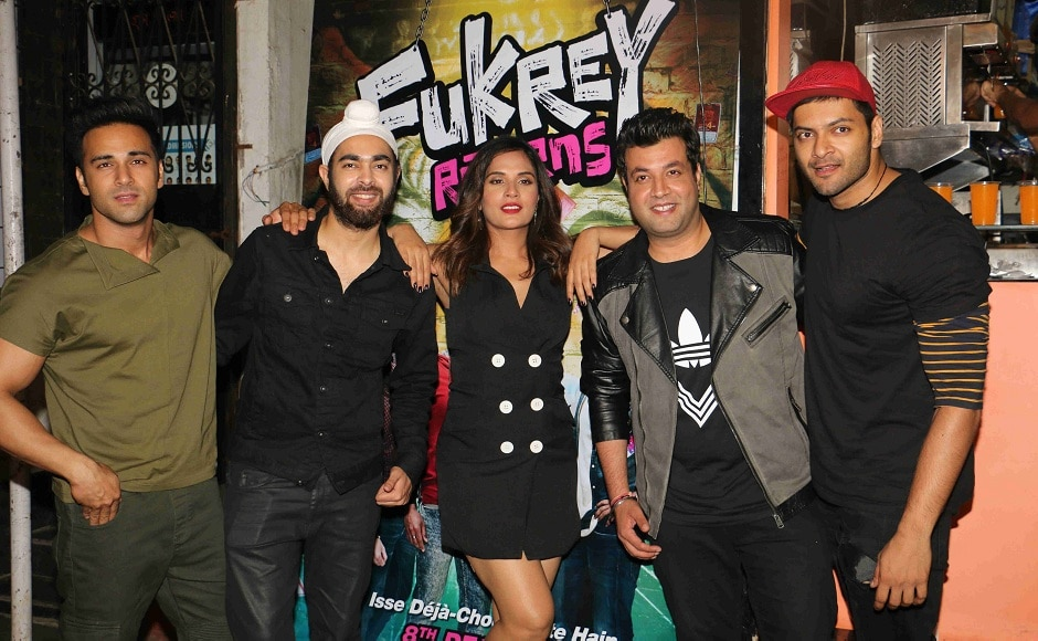 The entire star cast of the upcoming film Fukrey Returns including Varun Sharma, Pulkit Samrat, Ali Fazal, Manjot and Richa Chadha took to the streets to make impromptu visits to the favorite hang out spots of college students.