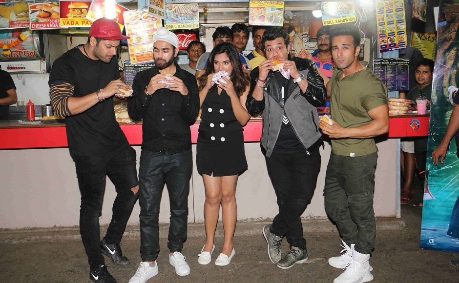 The star cast not only interacted with the fans but also relished the tasty treats.