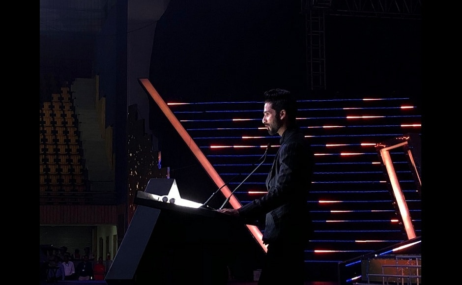 Shahid Kapoor addresses the crowd at IFFI 2017. Image from Twitter/@IFFIGoa