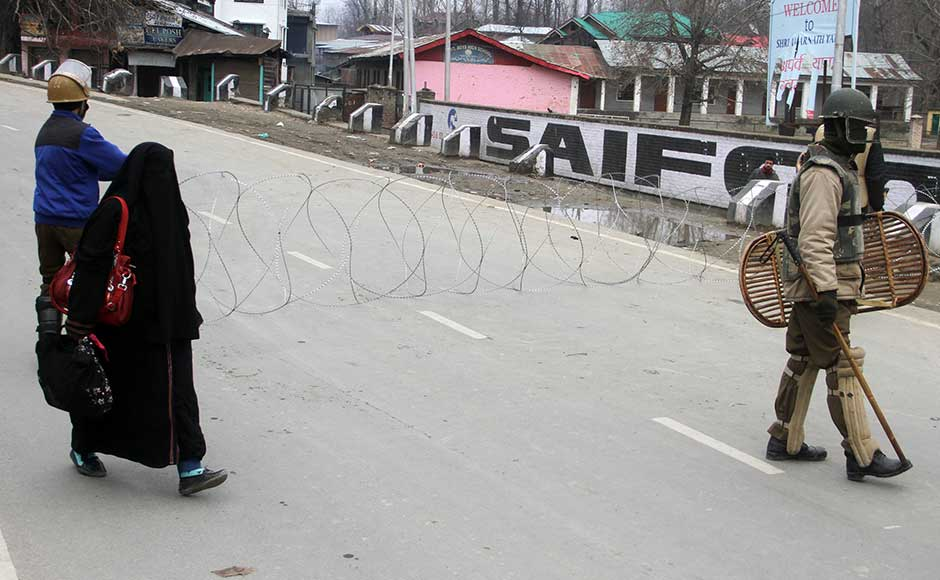 There was aheavy deployment of security forces on entry points. Barricades were erected on roads to curb the movement of people in the area. Firstpost/Sameer Mushtaq