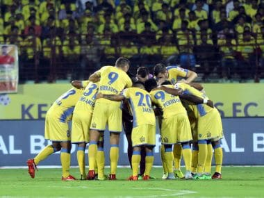 File image of Kerala Blasters FC team in a huddle. Image courtesy: ISL /Sportzpics