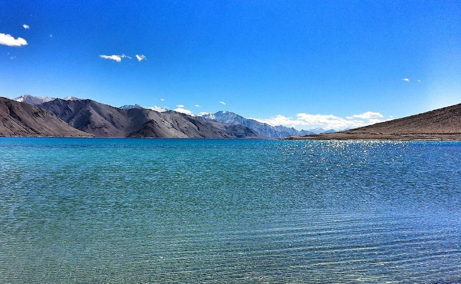 The Pangong-Tso lake on a sunny morning. Image from Instagram/@sidventures