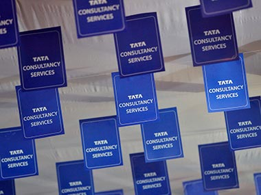 TCS Q4 net profit up 4.4% at Rs 6,904 cr, revenue up 8.2%; board recommends 1:1 bonus