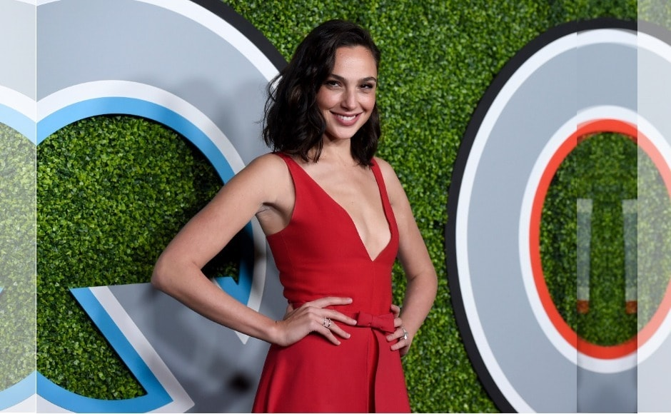 Gal Gadot stunned in a red ensenble at the GQ Men of the Year 2017 party. Image from AP/Chris Pizzello