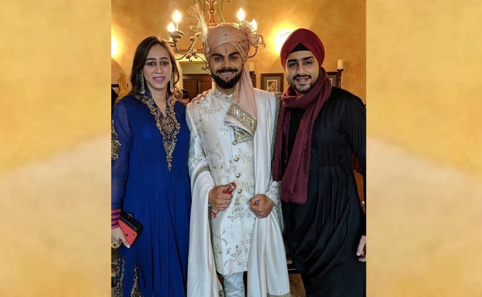 Virat Kohli poses with attendees during his super-secretive wedding to Anushka Sharma. Image from Twitter/@Virat_Official.