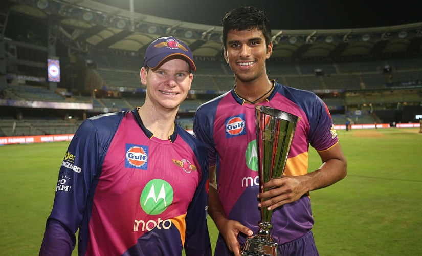 Washington Sundar poses with Steve Smith after receiving Man of the Match award in the 2017 IPL Qualifier-1. Sportzpics