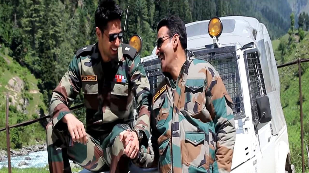 Sidharth Malhotra and Manoj Bajpayee in a still from Aiyaary. Twitter@Aiyaary