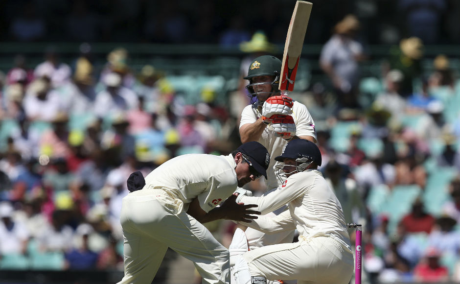 The day started a positive note for the Australians as Mitchell and Shaun Marsh didn;t face much trouble against English attack. AP
