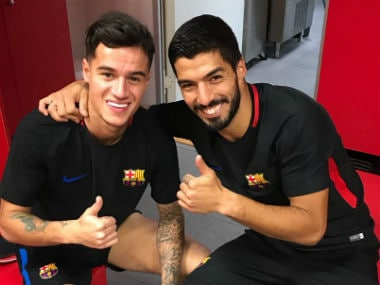 Barcelona teammates Philippe Coutinho and Luis Suarex pose for a photo. Image Courtesy: Twitter @LuisSuarez9