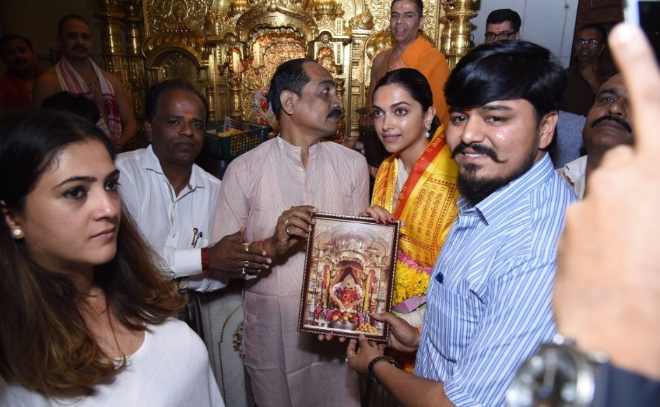 Padmaavat actor Deepika Padukone visits Siddhivinayak temple, seeks blessings prior to film's release