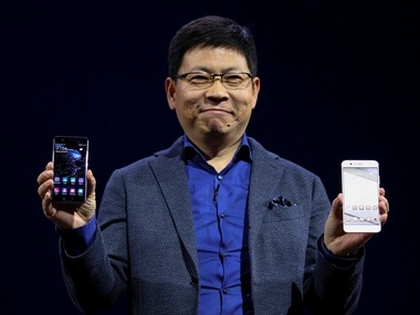 Richard Yu, CEO of Huawei's consumer business, holds up Huawei P10 and P10 Plus at MWC 2017. Image: Reuters
