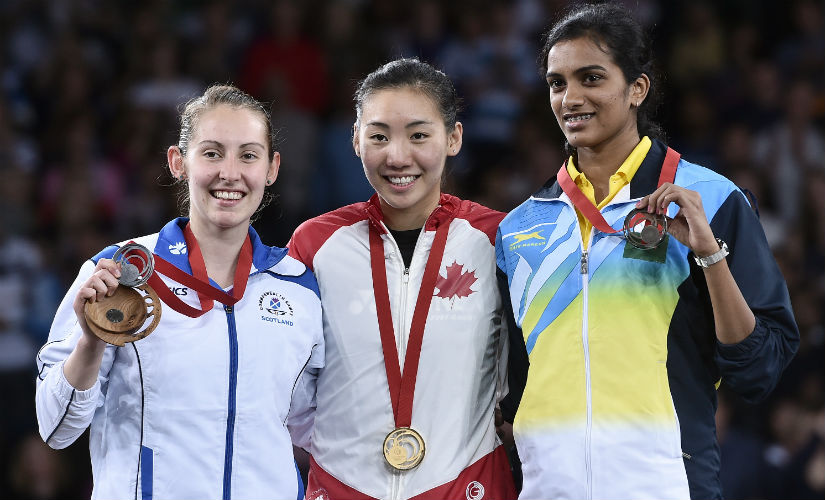 Gold medallist Michelle Li poses with Kirsty Gilmour (L) and PV Sindhu (R). AFP