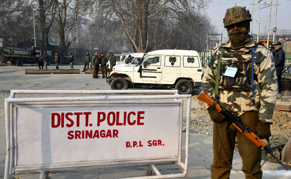 Barricades were erected by the forces with pedestrian and vehicle movement only allowed after thorough frisking and questioning. Extraordinary security arrangements had been made this year amid intelligence inputs that a non-local female suicide militant had entered Srinagar. Firstpost/Sameer Mushtaq