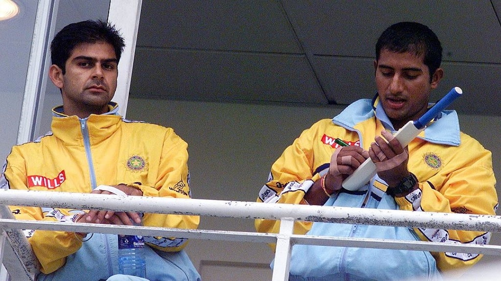 Nikhil Chopra (L) and Sadagopan Ramesh of India sign bats talk on the balcony of their dressing room at the Oval, in London, 04 June 1999, as they wait for the rain to stop before warming up for the first game in the Super six series against Australia. AFP PHOTO / MARTIN HAYHOW