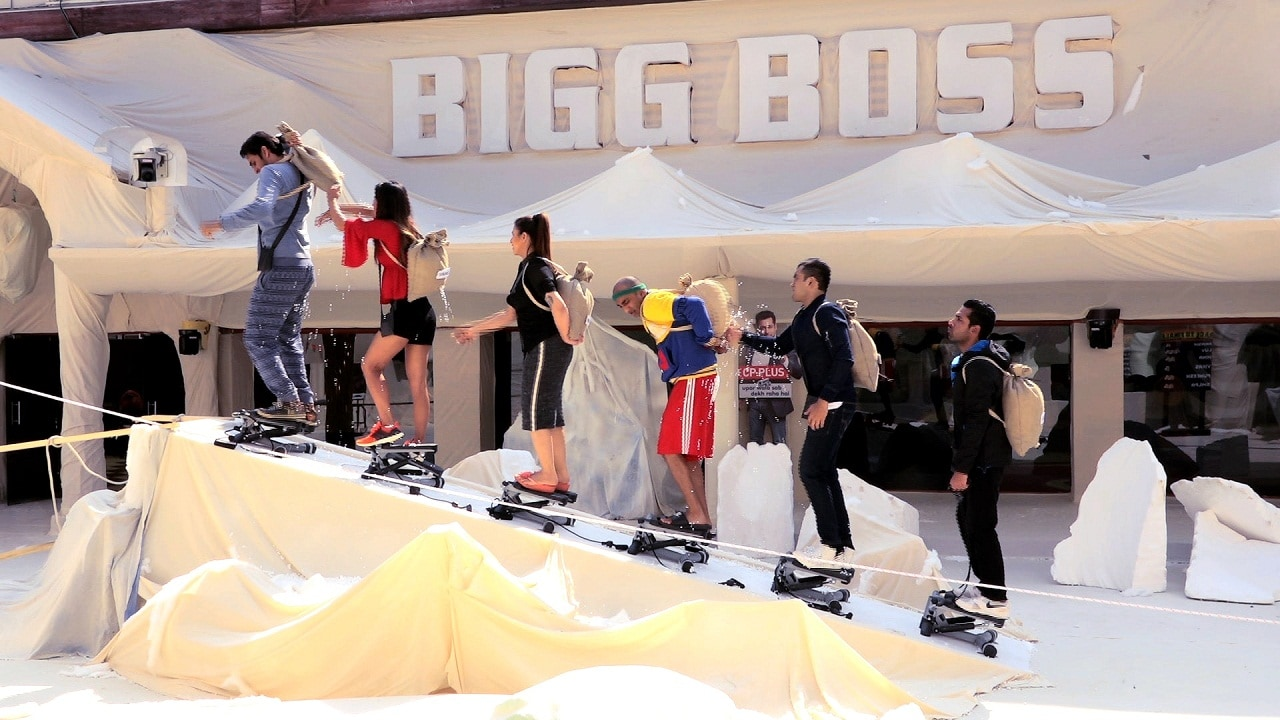 Bigg Boss 11 contestants perform the mountain task