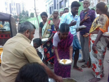 No Food Waste Trichy distributing surplus food to 50 needy people near Government Hospital, Trichy. Facebook/ No Food Wastage
