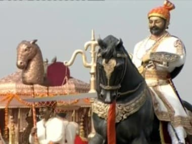 The coronation ceremony was enacted on the tableau by 10 artists. News18