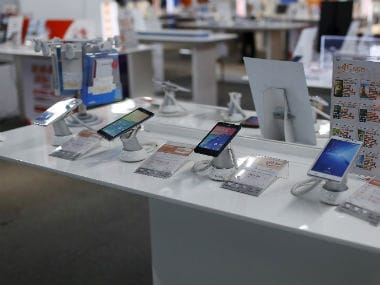 Lack of interesting features in new smartphones saw demand of refurbished devices rise in 2017: Counterpoint