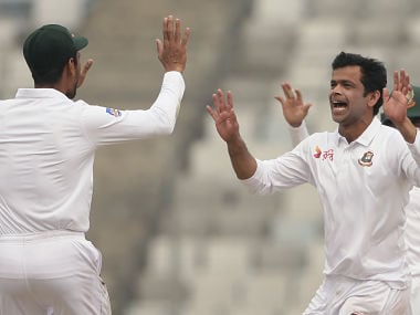 Bangladesh cricketer Abdur Razzak (2nd R) celebrates with teammates after the dismissal of Sri Lanka cricketer Kusal Mendis during the first day of the second cricket Test between Bangladesh and Sri Lanka at the Sher-e-Bangla national cricket stadium in Dhaka on February 8, 2018. / AFP PHOTO / -