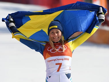 Sweden's winner Frida Hansdotter poses with the Swedish flag after the Women's Slalom at the Jeongseon Alpine Center during the Pyeongchang 2018 Winter Olympic Games in Pyeongchang on February 16, 2018. / AFP PHOTO / Roberto SCHMIDT