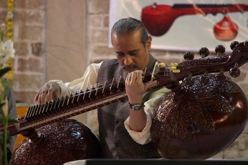Rudra Veena ustad Mohiuddin Bahauddin Dagar performs at Chanderi