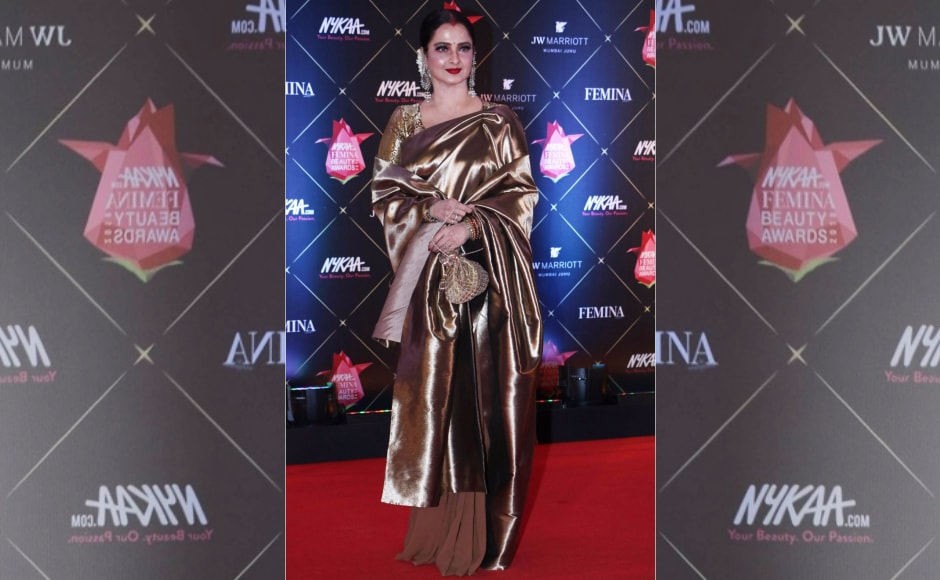 Rekha stuns on the red carpet of the Femina Beauty Awards 2018. Image from News18.
