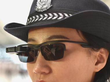 Chinese policewoman with sunglasses with in-built Facial Recognition. Image: QQ