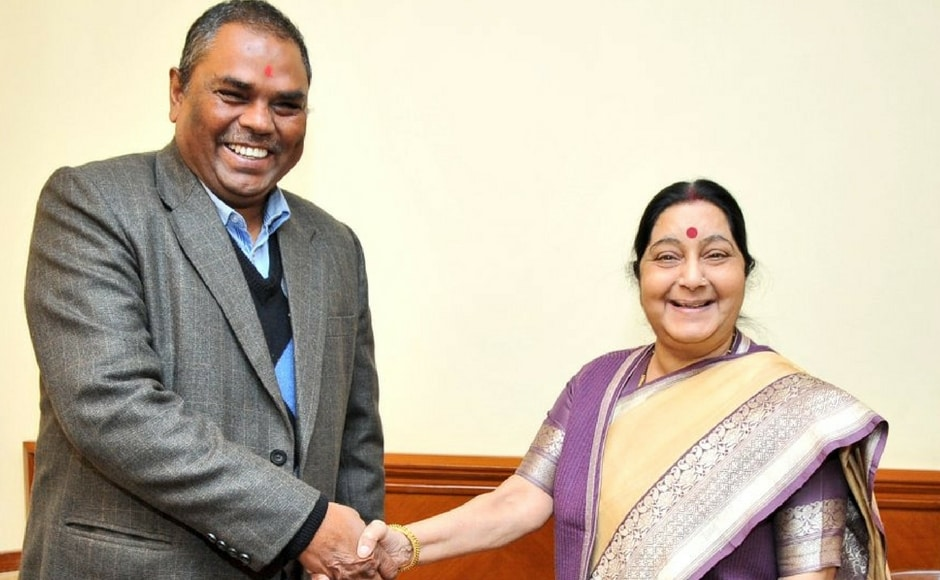 Sushma Swaraj met the chairman of Federal Socialist Forum Nepal, Upendra Yadav and felicitated him on his party's performance in the elections and discussed on enhancing people-to-people contacts. Twitter@MEAIndia