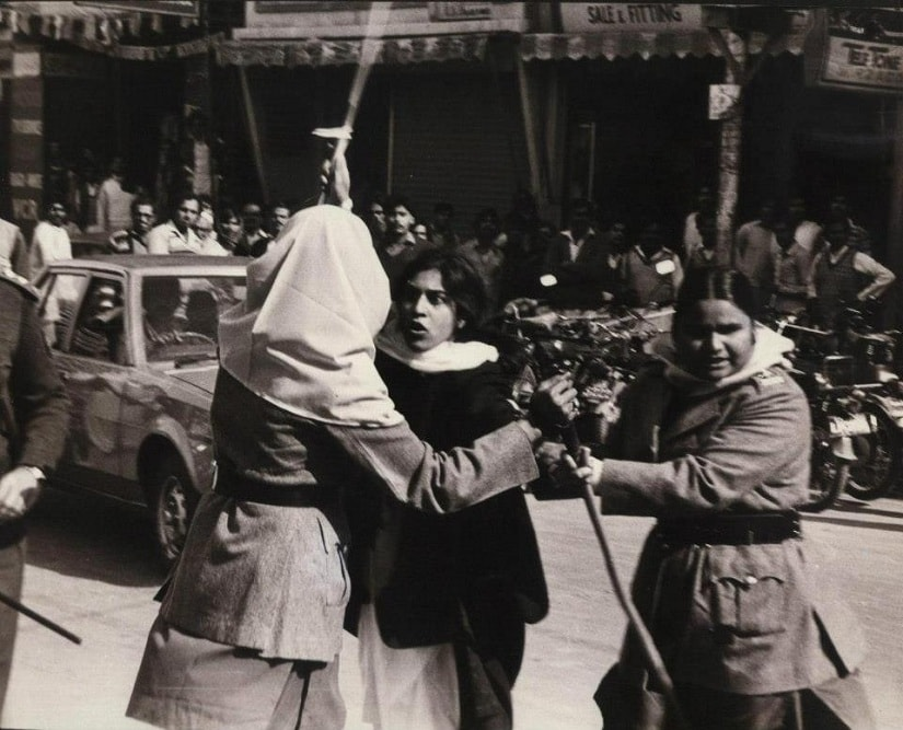 Lahore, 1980s: Women protesting the proposed Law of Evidence. Here, a very young Asma Jahangir grapples with policewomen. Photo courtesy Facebook/@BeenaSarwar
