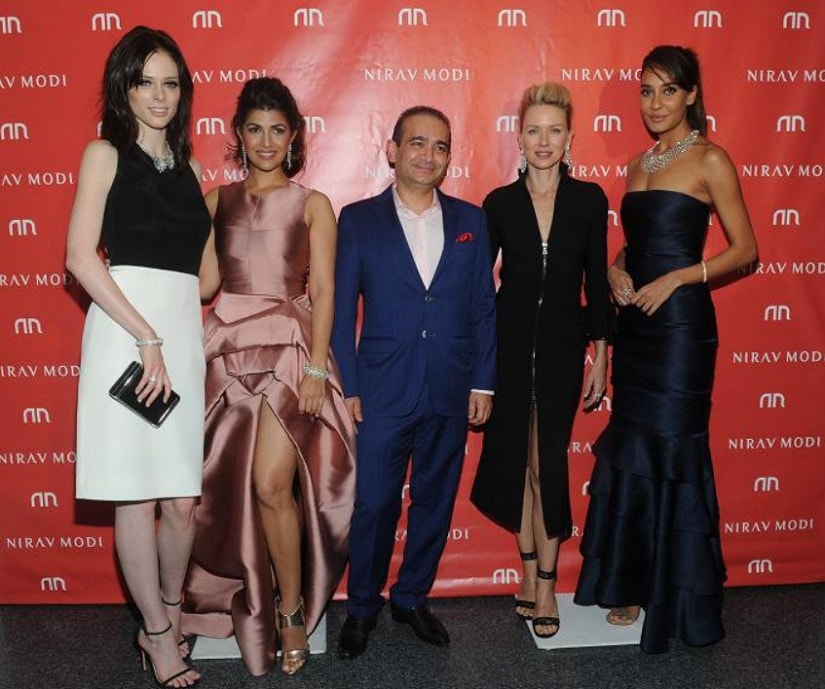 Nirav Modi with Nimrat Kaur and Lisa Haydon at the NYC store launch. Image from Twitter/@123bollywood