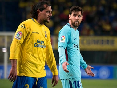 Barcelona's Argentinian forward Lionel Messi (R) speaks with Las Palmas' Uruguayan defender Matias Aguirregaray (L) during the Spanish league football match UD Las Palmas vs FC Barcelona at the Gran Canaria stadium in Las Palmas de Gran Canaria on March 01, 2018. / AFP PHOTO / DESIREE MARTIN