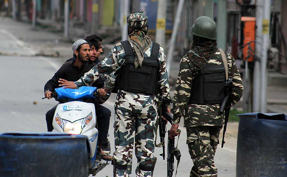 The official said that while the operation was halted for the night, the forces maintained a tight cordon to prevent the militants from escaping. Firstpost/Sameer Mushtaq